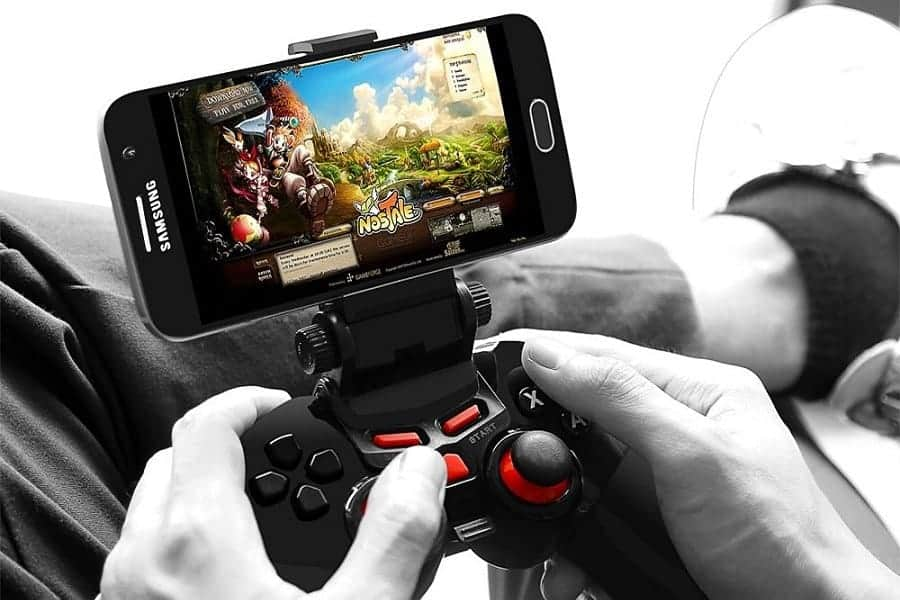 Samsung VR Headset Controller Used to Play on Smartphone